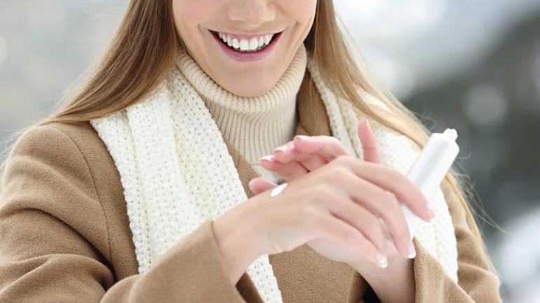 Como cuidar das mãos ressecadas no inverno